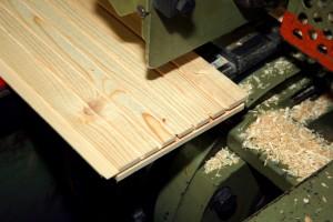 Planche de bois prête à être rabotée