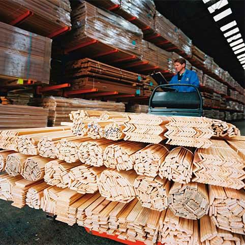 Usine de Marmande – Fabrication de moulures, tasseaux, plinthes et panneaux en différents bois massifs