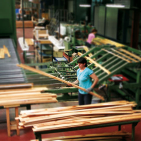 Ouvrier dans l'usine Gascogne Bois de Belvès